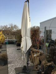 großes Sonnenschirm