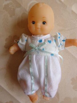 Spielzeug Püppchen im Liegestuhl mit: Kleinanzeigen aus Hamburg Eidelstedt - Rubrik Puppen