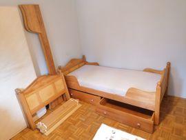 Zwei Naturholz-Kinderbetten für kleine Prinzessinnen: Kleinanzeigen aus Vaterstetten - Rubrik Betten
