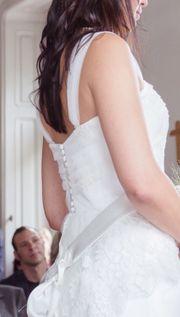 Brautkleid oben Spitze unten Seide