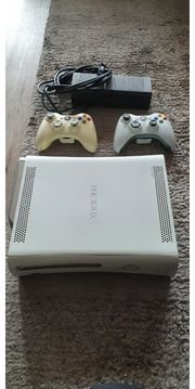 Verkaufe Xbox 360 mit Spielen