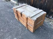 schöne alte Truhe Kiste Holzkiste