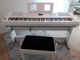 Tasteninstrumente - Digitalpiano Yamaha DGX-660WH Bundle