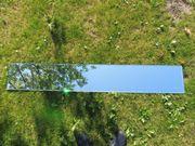 Schmaler Spiegel mit Befestigungsmöglichkeit