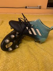 Adidass und FILA Fußball Schuh