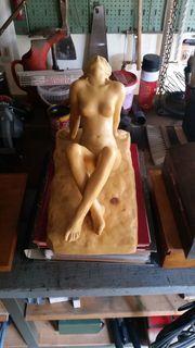 Ton-Plastik sitzende Frau