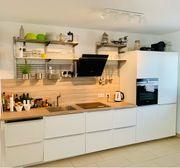 Moderne Küche in perfektem Zustand