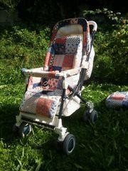 bunter Kinderwagen