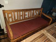 Holzbank mit Sitzpolster
