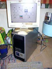 Computer mit Maus Tastatur und