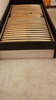 Bett schwarz mit Lattenrost und