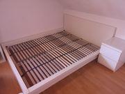 Malm Bett und Nachttisch