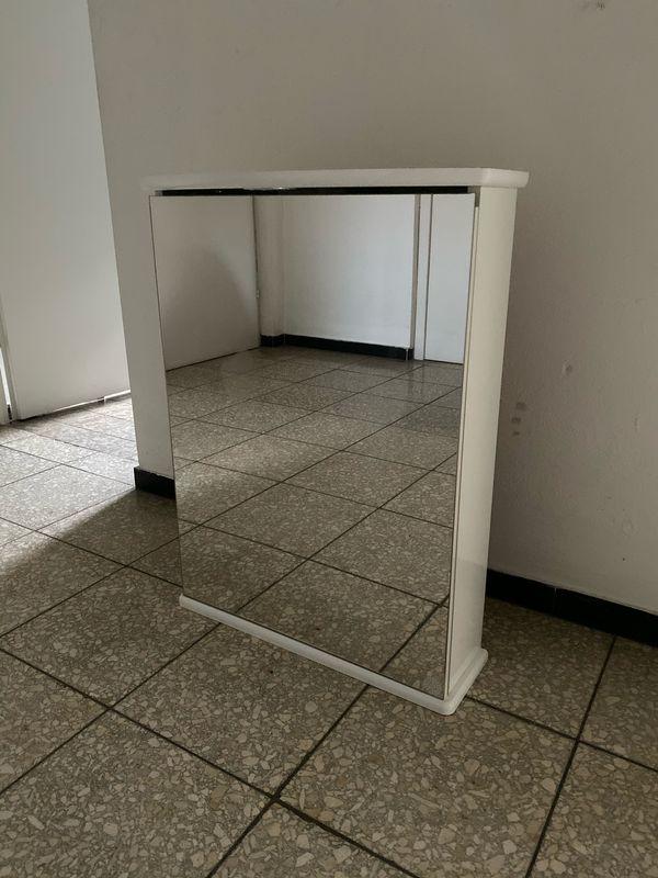 Badezimmer Hängeschrank Mit Spiegel In Böblingen Bad