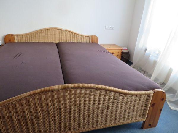 Komplettes Naturholz Schlafzimmer mit großem