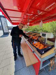 Komplettes Obst Gemüse Verkaufsanhänger im