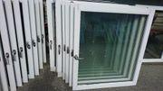 Mehrere Fensterflügel ohne Rahmen als