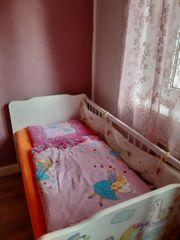 Baby -und Kinderbett