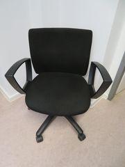 Bürostuhl Drehstuhl mit Armlehnen schwarz