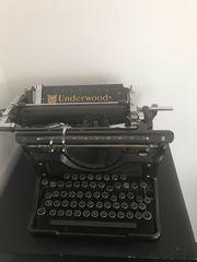 Antike Schreibmaschine Underwood