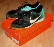 Fußball-Schuhe - Gr 8 5 od 42 -