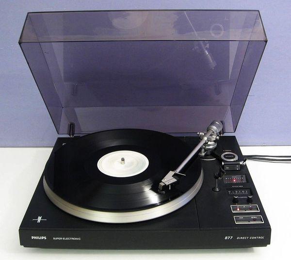 Plattenspieler Philips 877 mit eingebauter