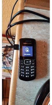 Nokia Handy mit Ladegerät