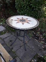 kleiner runder Gartentisch