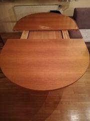 Ovaler ausziehbarer Esstisch