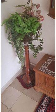 Vase mit Kunstblumen