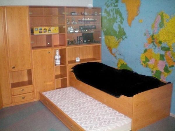 Kinderzimmereinrichtung inkl Bett u Schreibtisch