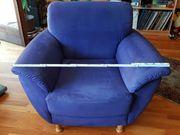 Sessel aus blauem Alcantarastoff