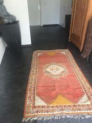 wunderschöner handgeknüpfter Teppich