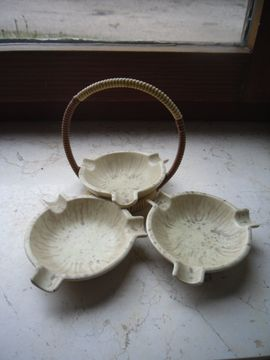 Glas, Porzellan antiquarisch - Aschenbecher älteres Modell Drei in