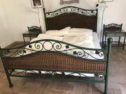 Bett in mediteranem Stil mit
