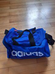 kleine sehr handliche Adidas Sporttasche