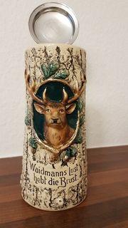 Schöner alter Bierkrug mit Hirschkopf
