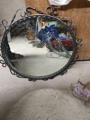 Altes Spiegel Eisen Rahmen