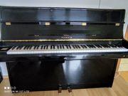 Klavier Schwarz Hochglanz