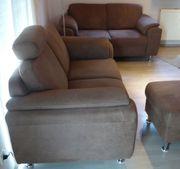 2 Sofas und 1 Sitz