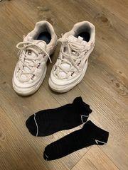 Stark riechende getragene Schuhe FILA