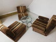 Polster Sessel und Tisch