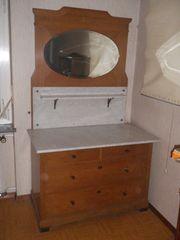 Waschtisch mit Marmorplatte und Spiegel