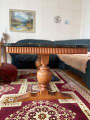 Wohnzimmmertisch mit Marmorplatte