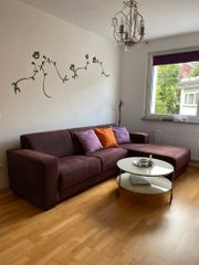 Schönes bequemes Sofa in super