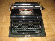 Antike alte Schreibmaschine OLYMPIA PROGRESS