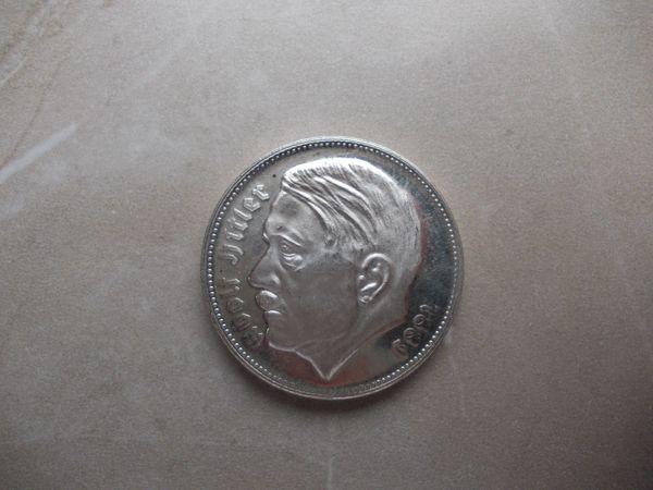 Versilberte Medaille A H