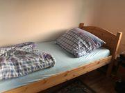 Jugendbett aus Holz mit passendem