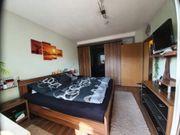 komplettes Schlafzimmer in Nussbaumoptik zu