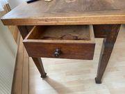Antiker Tisch mit Schublade - Massivholz -