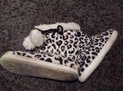 Schuhfetisch - herzhaft stinkende Hausschuhe für